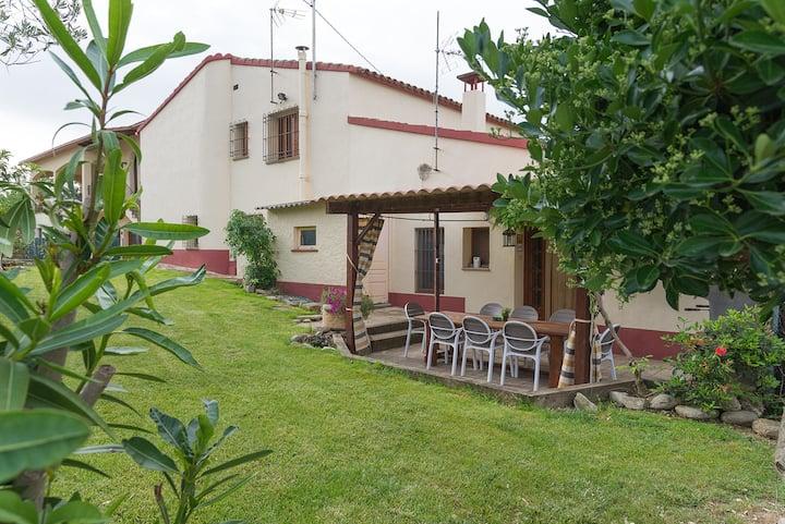 Casa Rural con piscina cerca de Barcelona