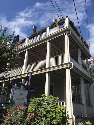 Cozy 2BR apt in historic Cape May, near beach