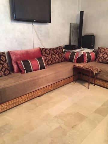 Appartement familial calme, ambiance marocaine