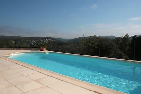 Cottage, pool, 5 mn walk to village - Carcès - Дом