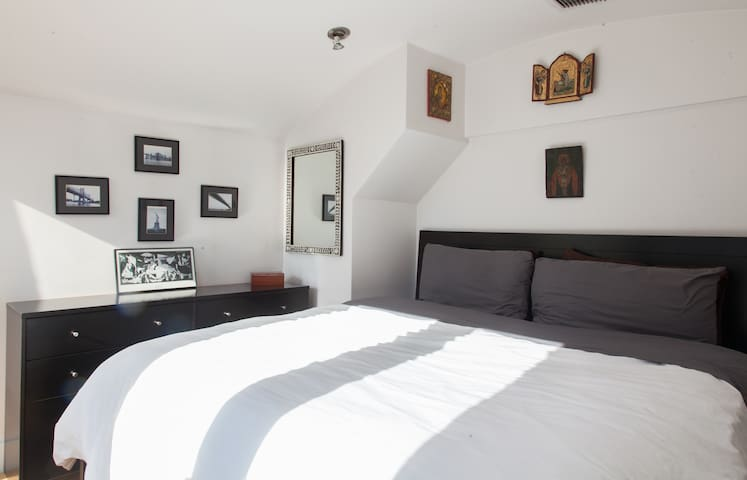 Comfortable and Large Duplex with Private Terrace