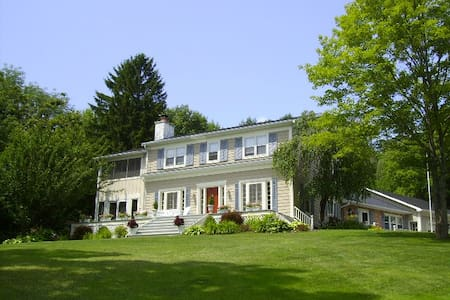 Onanda by the Lake Bed and Breakfast - Canandaigua