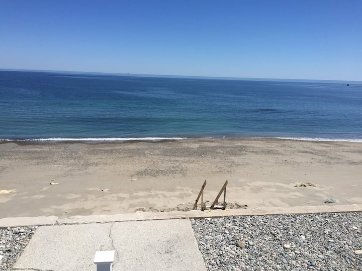 Updated Family Friendly Oceanfront Home - Scituate