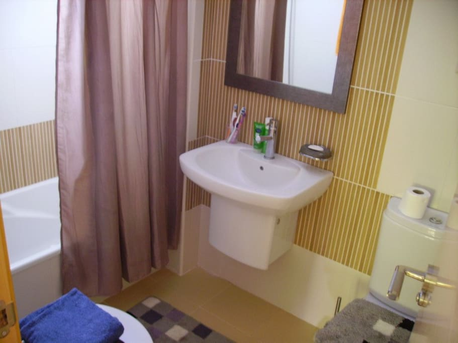 Bathroom 1 / Ванная комната 1