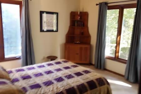 Comfortable, spacious, serene - Greenville - Casa
