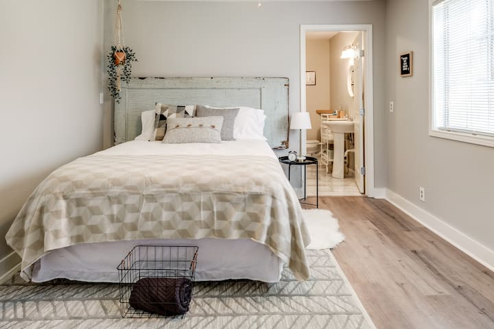Trendy TCU Guesthouse in the Heart of FTW, TX