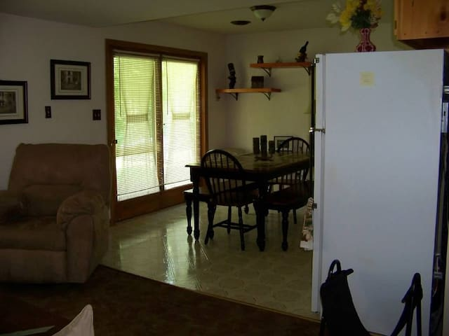 Private quite lakefront get away - Troy - Appartement