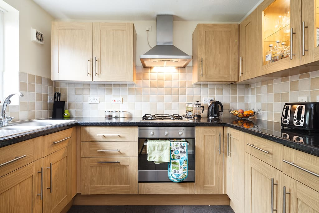 Modern kitchen with all needed essentials: Oven / Hob, Microwave, Kettle, Toaster, Dishwasher etc. Free Tea & Coffee. Fridge / freezer to store food