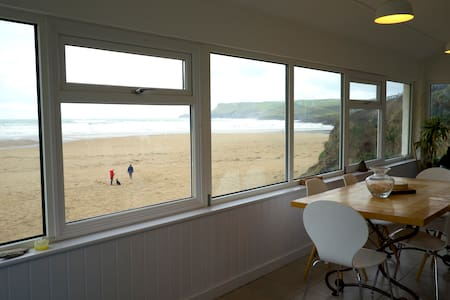 Flat Surf, a spacious apartment on Polzeath Beach!