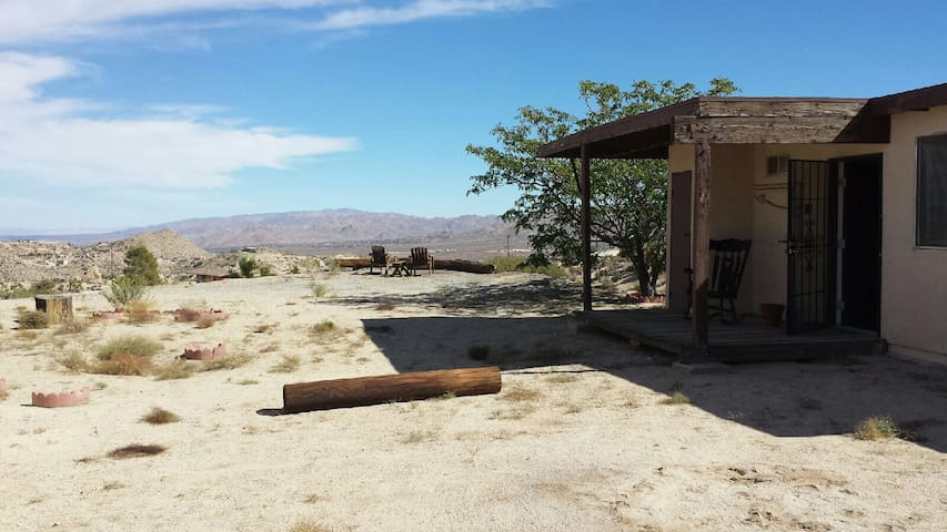 Small Casita with Big Views - Yucca Valley - Mökki