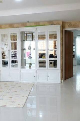Cozy minimalist 2 bedrooms apartment Surabaya