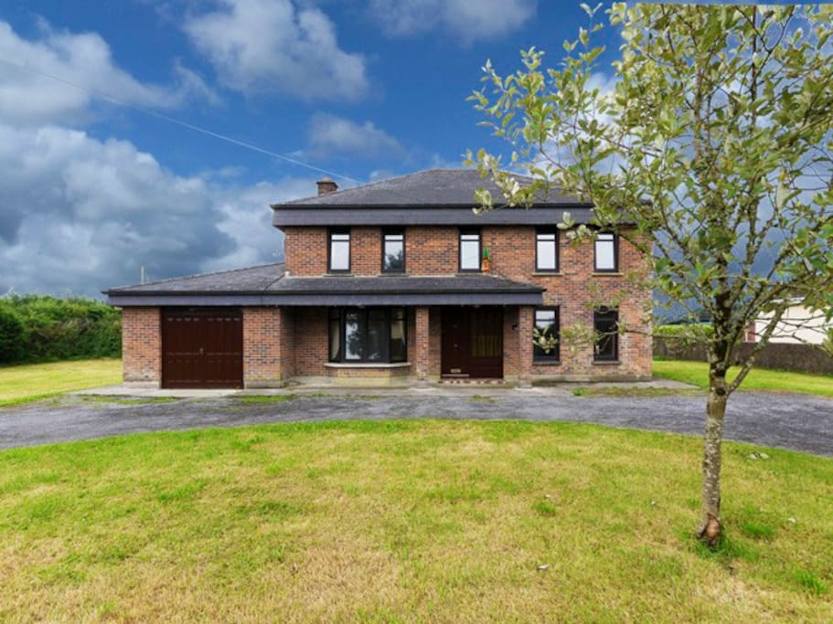 Detached Family Home with large garden in beautiful countryside