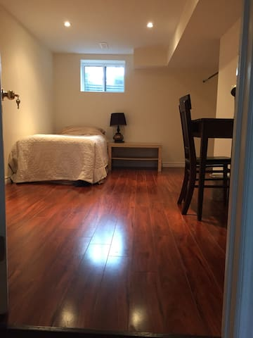 2 Bedroom Private Basement Apt near Subway & UP