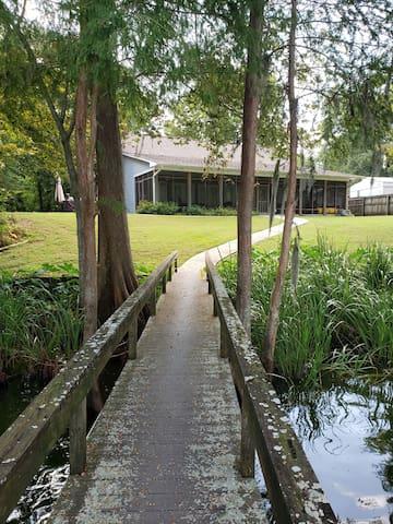 Darby's Lake House Retreat