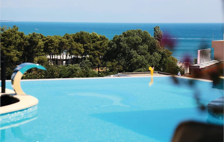 Amazing apartment in Ulcini with WiFi, Outdoor swimming pool and 2 Bedrooms