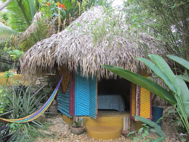 Natural Mystic Cottages Jamaica - Bamboo Palace - Belmont - Cabaña