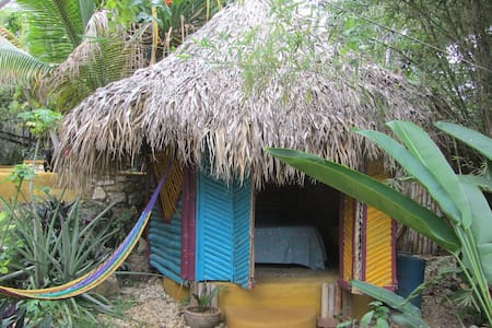 Natural Mystic Cottages Jamaica - Blockhütte