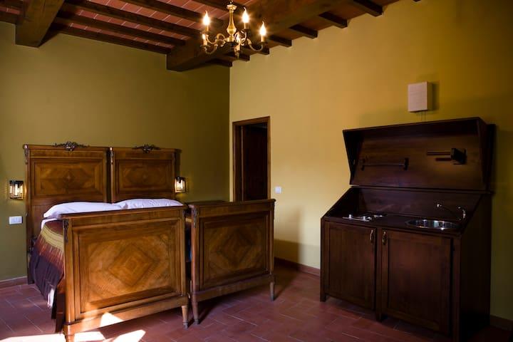 Camera Tripla con Bagno Suite OCRA - Borgo San Lorenzo - Bed & Breakfast