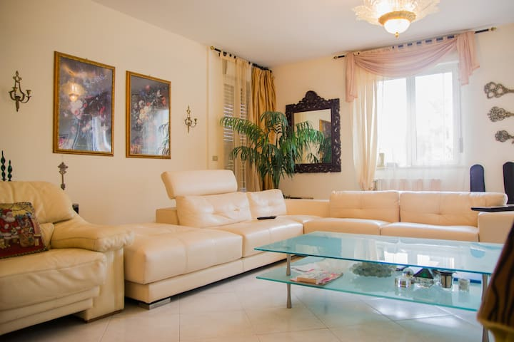 Room in apartment with private bathroom - Valenzano