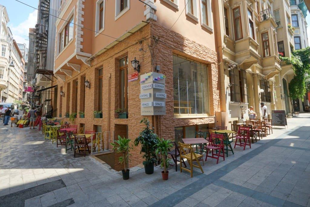 Cafe ve otel gündüz