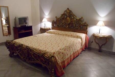 AGROANTICO CAMERA DEL SOLE - Ognina - Bed & Breakfast