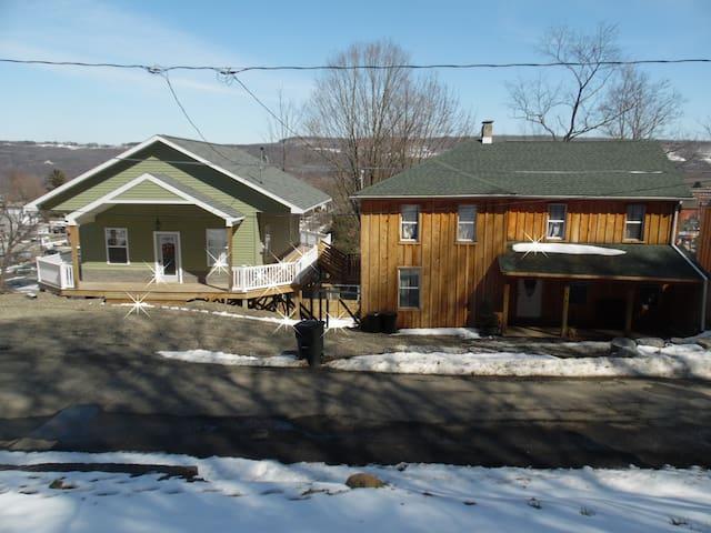 The Monroe House - Watkins Glen - Casa