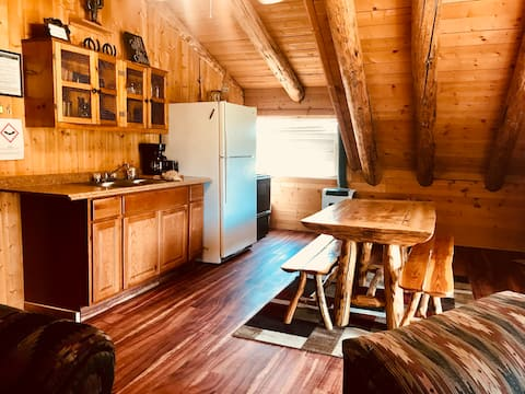 Shotgun Ridge | Sleeps 6 |Apartment at Shotgun Bar