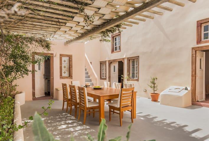 Villa Kisiris Imerovigli Santorini Sleeps 8