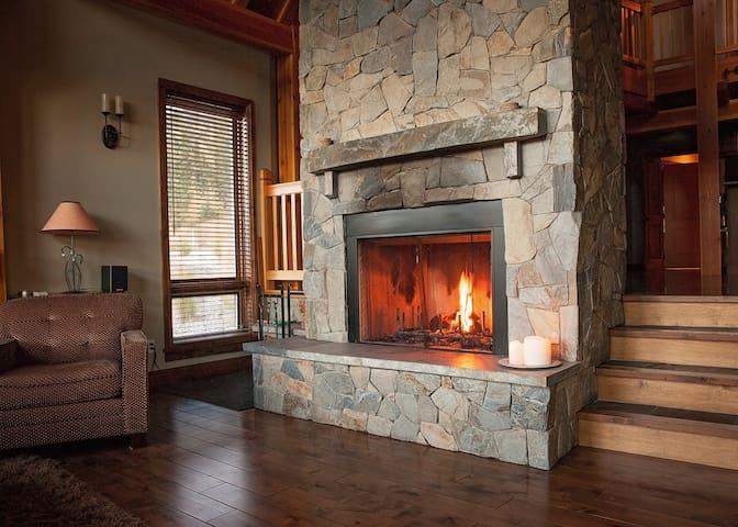 Luxury Timber Frame, Sleeps 15  - Golden - House