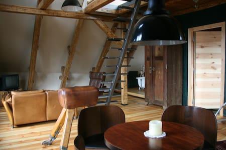 Vintage-Loft mit Blick auf Lübeck