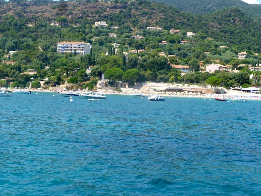 Plage du Rayol Canadel avec plage publique, 2 plages privées, 2 restaurants, Une boite de nuit.