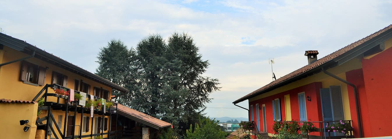 In un piccolo borgo con corte  - Paruzzaro