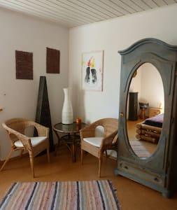 Schönes Zimmer bei Kassel mit Naturnähe - Habichtswald - Apartment