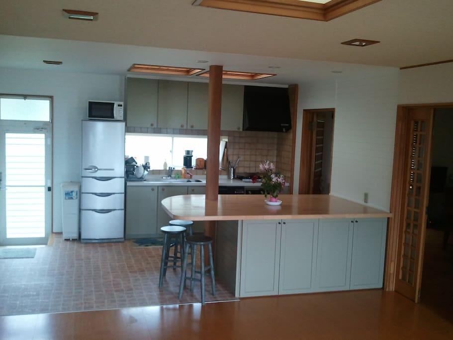 new spacious kitchen