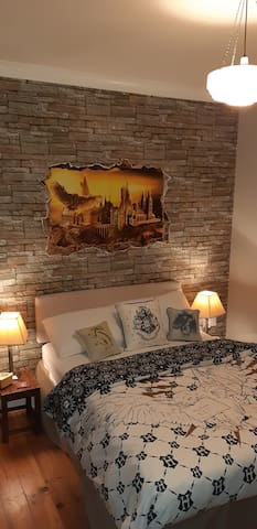 Cozy Hogwarts room....