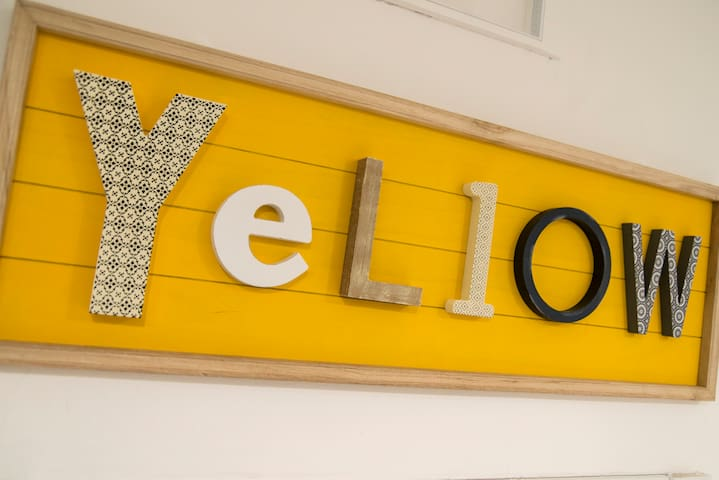 YELLOW: Suite deluxe - private entrance