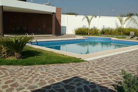 Habitación en Residencial /albercas - León