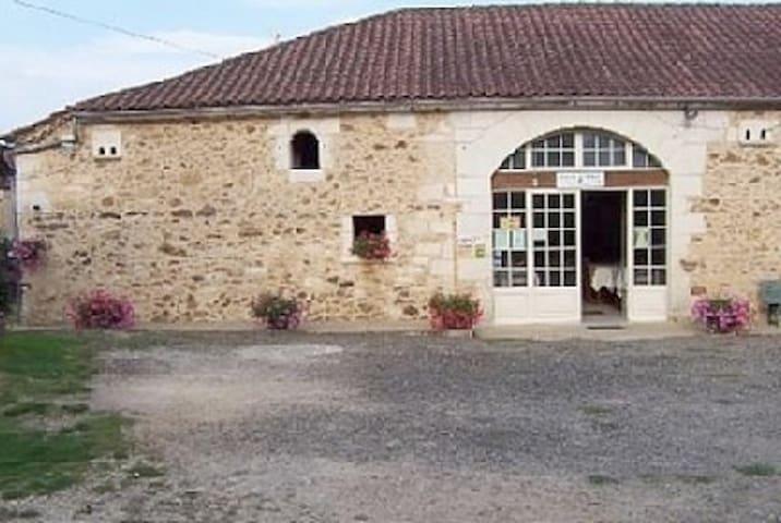"""Chambres d'hotes """"Chez Suzon"""" - Beauregard-et-Bassac - Hus"""