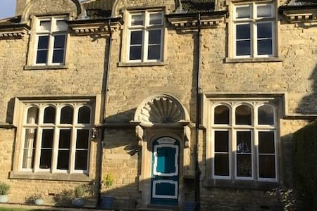 Heritage Luxury B&B Calne. Gothic Room King Bed - Calne