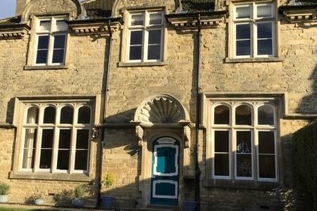 Heritage Luxury B&B Calne. Gothic Room King Bed - Calne - Bed & Breakfast