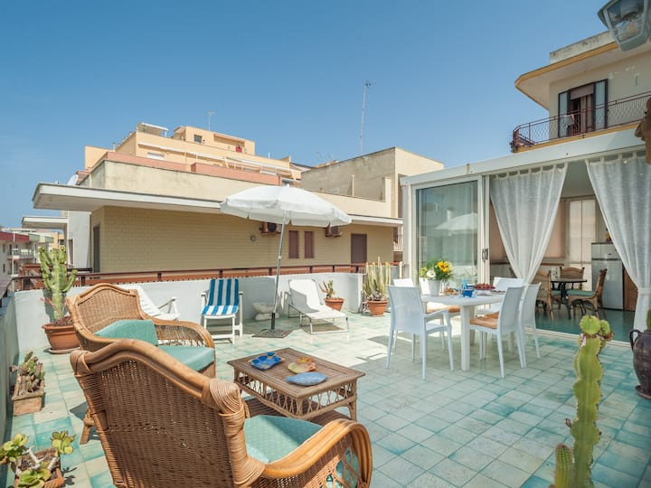 Penthouse with roof terrace and sea view - Attico Gallipoli 215