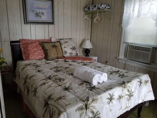 Sarina apartment #4 - cozy 2 bedrooms beach block