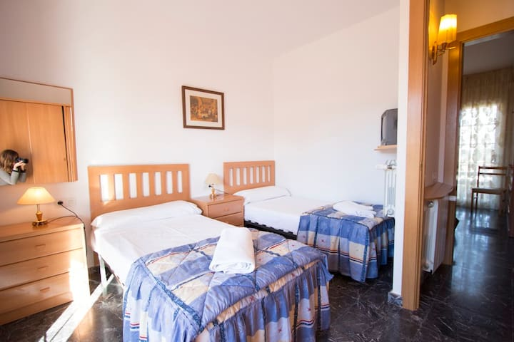 Villa Amalia La Llacuna for up to 22 guests in the Catalonian countryside! - Barcelona Region - Dům