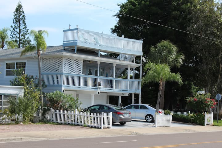 5 Star Rated Beach House! - Redington Beach