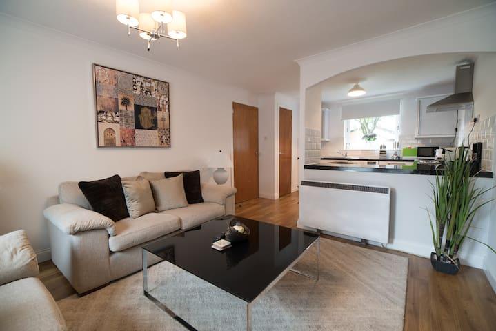 Deluxe Two Bedroom Apartment 37