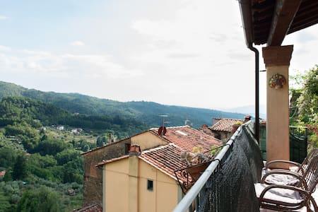 Tuscany  views,  food, wine & walks - Vellano