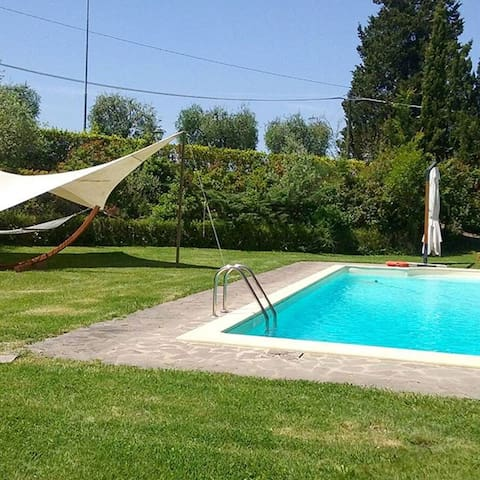 Country apt near Siena with pool