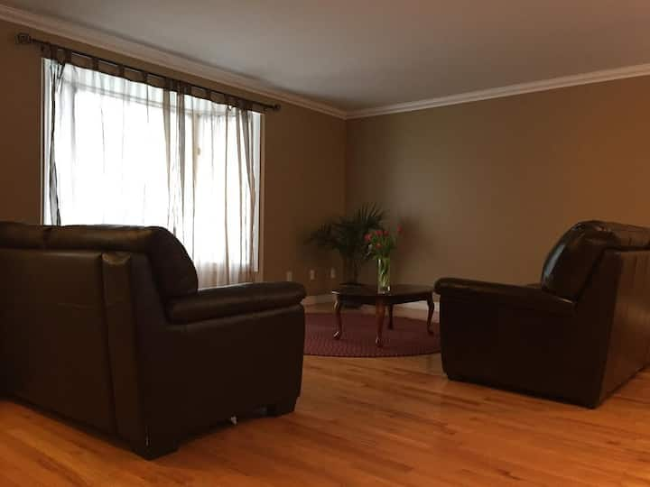 Great residence, close to downtown & shopping