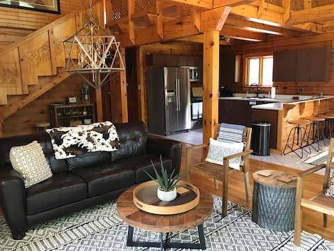 Hammerhaus Cabin nestled in Central Illinois