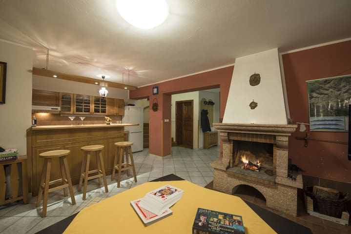 Cottage with a fireplace in a quiet forest for 11 - Štrba